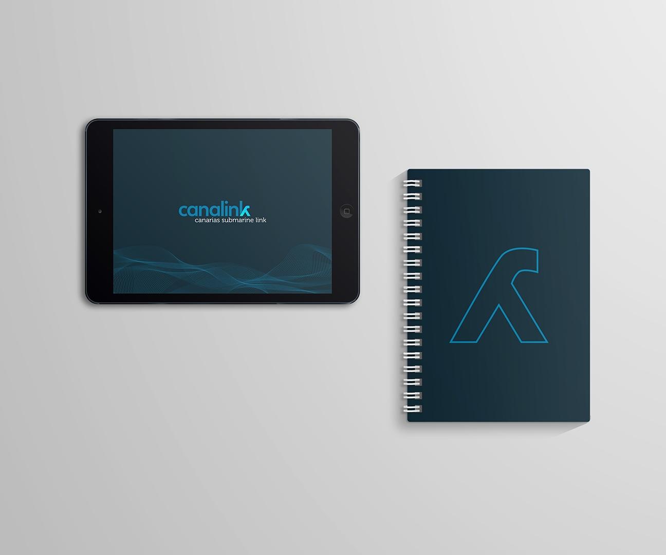 iPad y libreta / bloc de notas con la identidad visual de Canalink