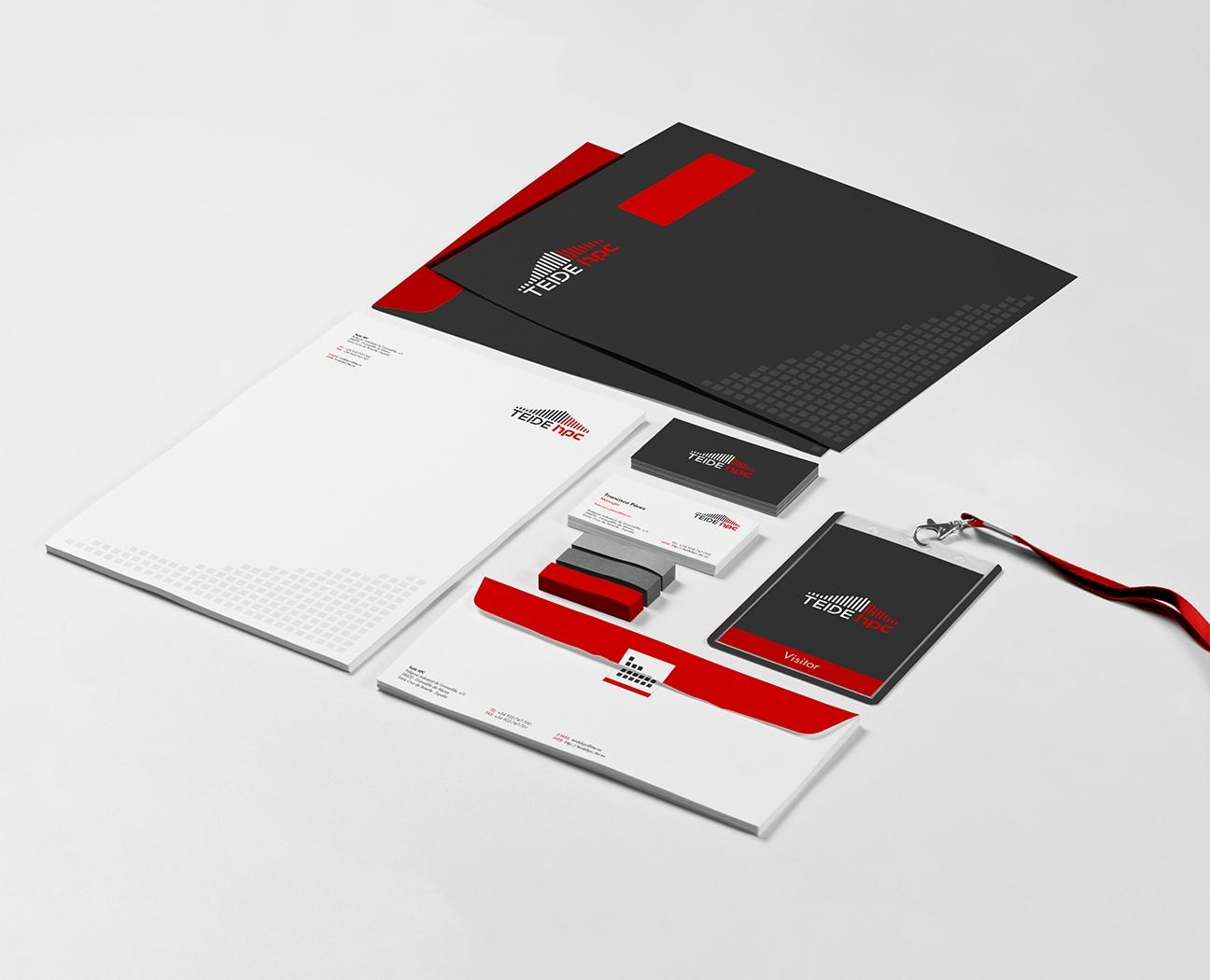 Elementos de papelería / bodegón con la identidad visual del Teide HPC
