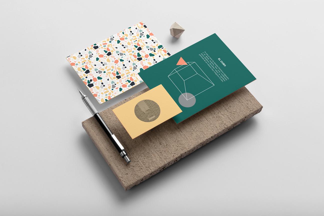 Artículos de papelería mostrando la identidad corporativa de las Casas bioclimáticas ITER